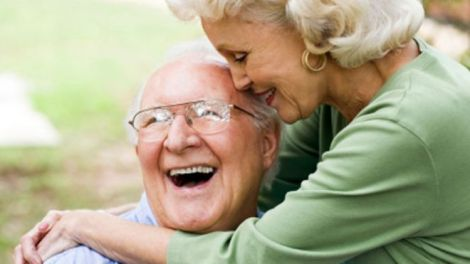 ELDERLY_COUPLE_HAPPY_640